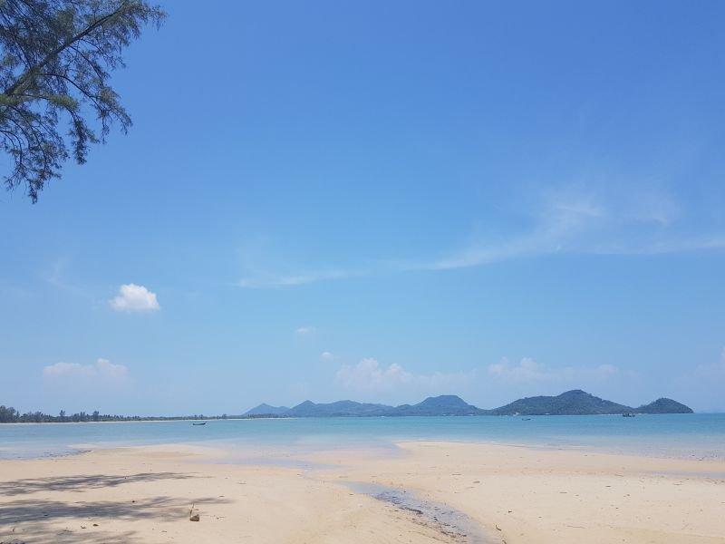 หาดทรายขาวบริสุทธิ์
