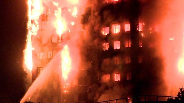 ด่วน! ไฟไหม้ตึกเกรนเฟล 24 ชั้น ในลอนดอนเสียหายอย่างหนัก