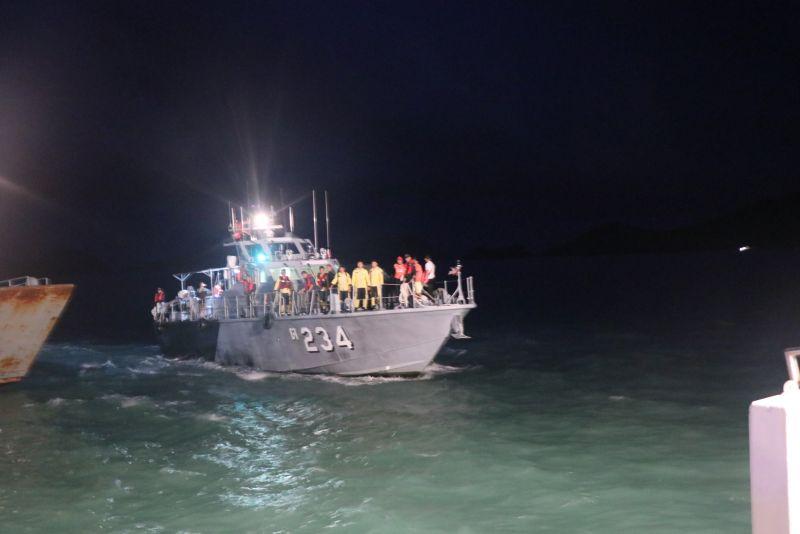เจ้าหน้าที่ออกเดินทางสู่ปฏิบัติการกู้ร่างผู้เสียชีวิตรายสุดท้ายใต้ท้องเรือฟีนิกซ์ ภาพ ทรภ.3