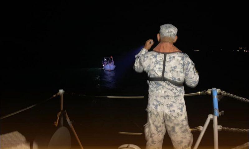 ทัพเรือภาคที่ 3 ส่งเรือ ต.996 ค้นหาช่วยเหลือ 5 ชีวิต ลอยลำในทะเลกลางดึก